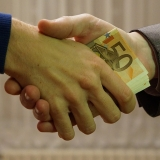 写真:世の中はお金、「お金」で物言う時代だと思いますか?