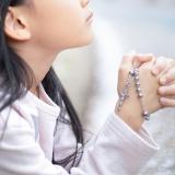 写真:恋愛と信仰心との関連性はあるのか?